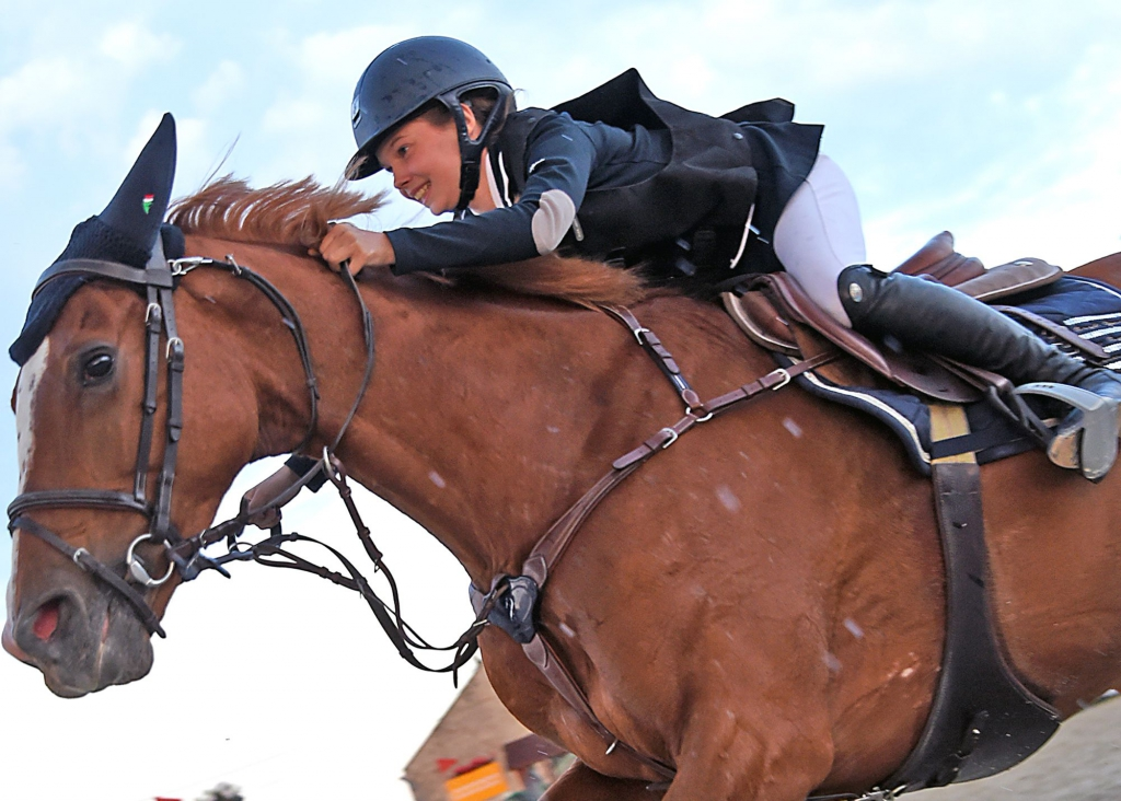 Alice Oost et son cheval Inès du Driepikkel (Crédit photo : www.nathaliegeerlandt.be)