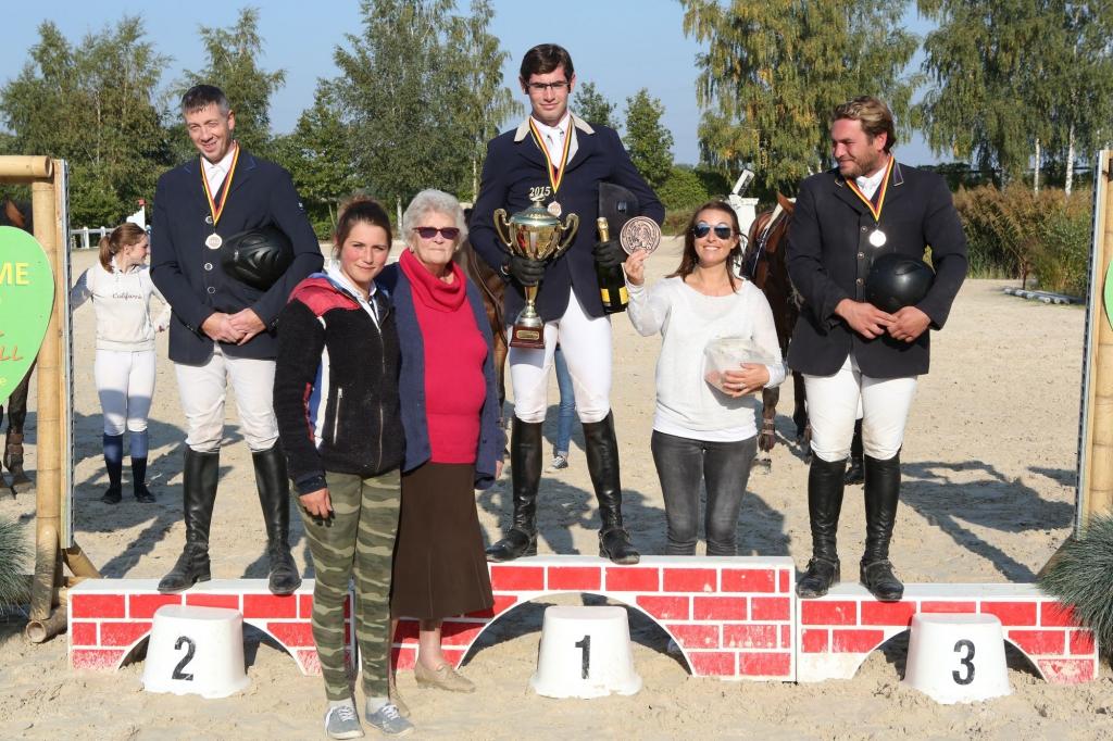 Le podium du Gentlemen Trophy (Crédit photo : www.tempsdeposes.be)