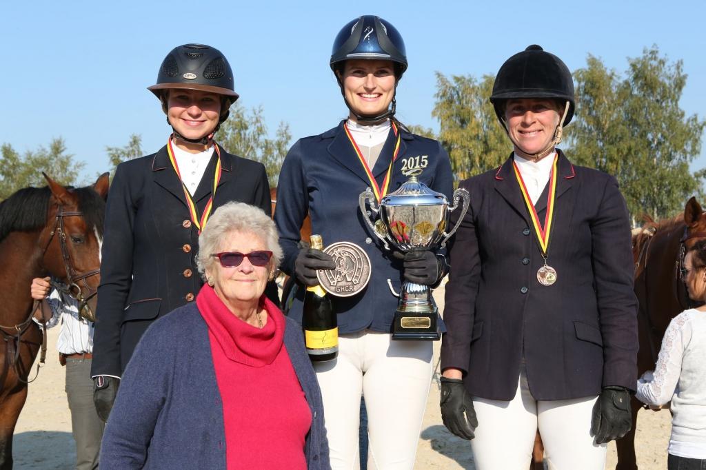 Le podium du Ladies Trophy (Crédit photo : www.tempsdeposes.be)