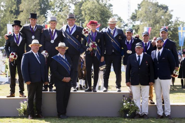 Le podium par équipe (Photo : FEI/Richard Juilliart)
