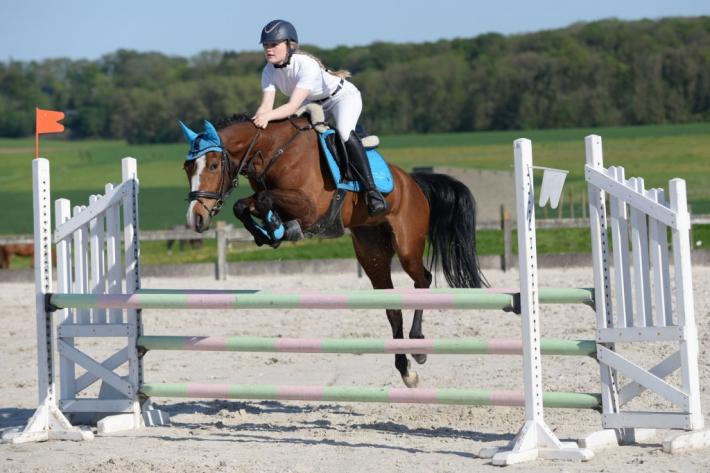 Julie Buyse et son poney Ramona (Crédit photo : Photo Evénement)