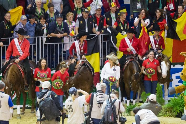 L'équipe belge de reining et ses supporters (Crédit photo : Christophe Bortels)