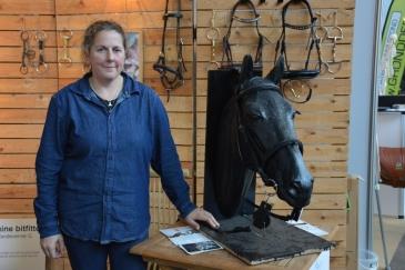 Géraldine Vandevenne est bit fitter et praticienne en dentisterie équine. (Crédit : Gaëlle Colinet)