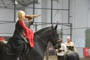 Evy Mouraux a présenté la fauconnerie à cheval durant le salon. (Crédit : Gaëlle Colinet)